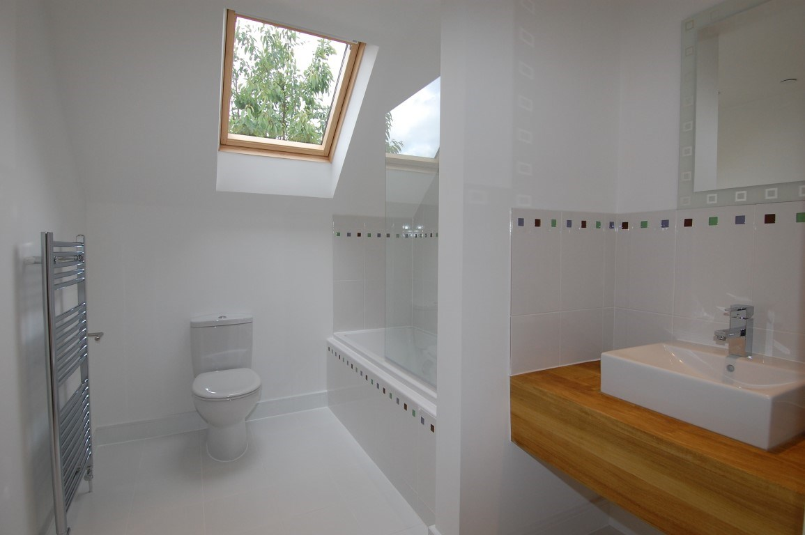 9 Yarnton Road bathroom (Medium).jpg