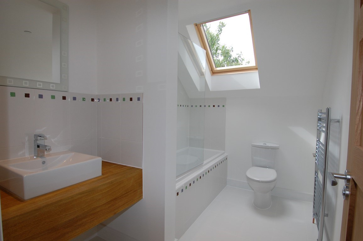 9 Yarnton Road ensuite bedroom 2 (Medium).jpg